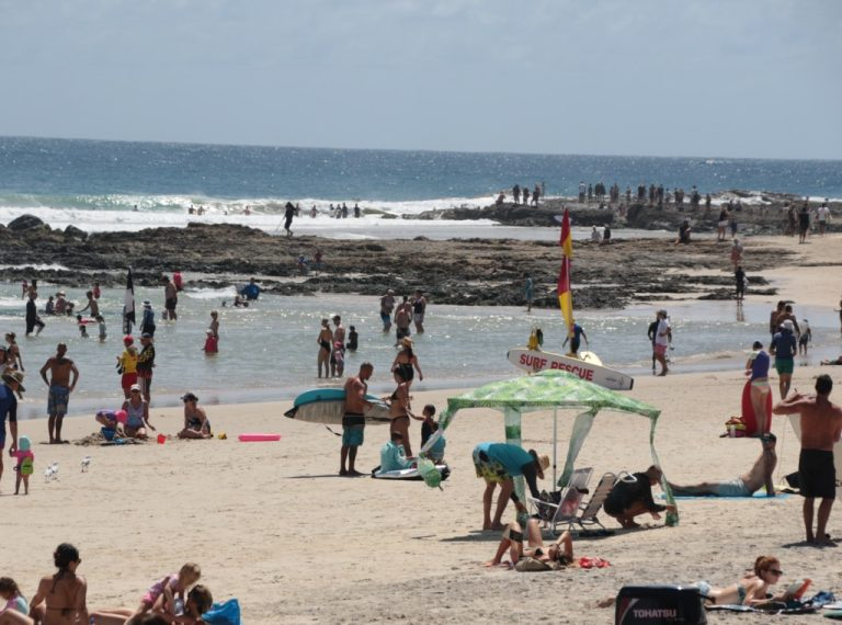 Crowded snapper rocks beach, gold-coast