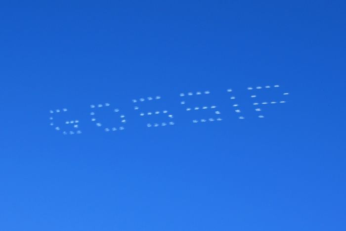 Picture of sky-typing. Showing a matrix of dots in the sky